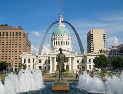 St. Louis Old Courthouse building with The Arch in the background.