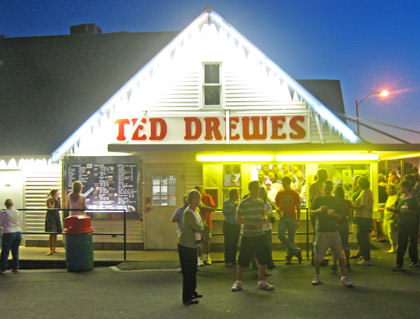 The crowds at Ted Drewes Frozen Custard.