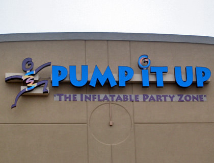 Building sign saying PUMP IT UP, The inflatable Party Zone