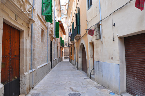 Narrow Palma Street