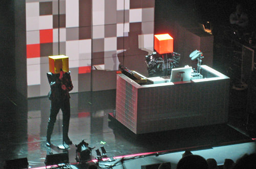 Pet Shop Boys with Cube-Heads!