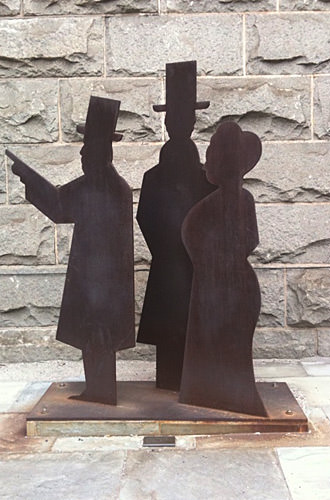 Brooklyn Bridge Creators Statue