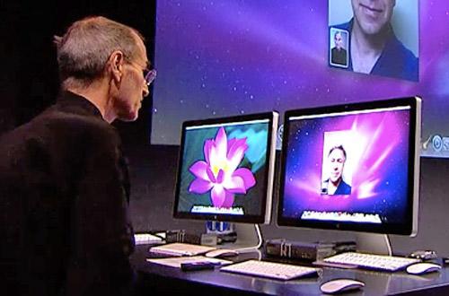 Steve Jobs Does FaceTime